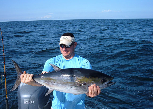 David surprised by catching a fish in his first time fishing in Cozumel.